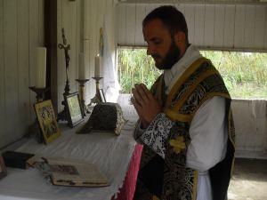 Chanoine en pleine messe